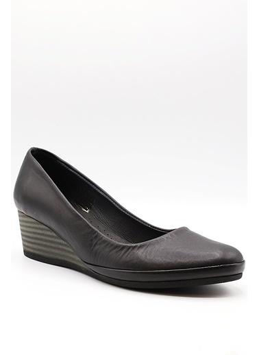 La scada K1853 Sıyah Dolgu Topuk Kadın Ayakkabı Siyah